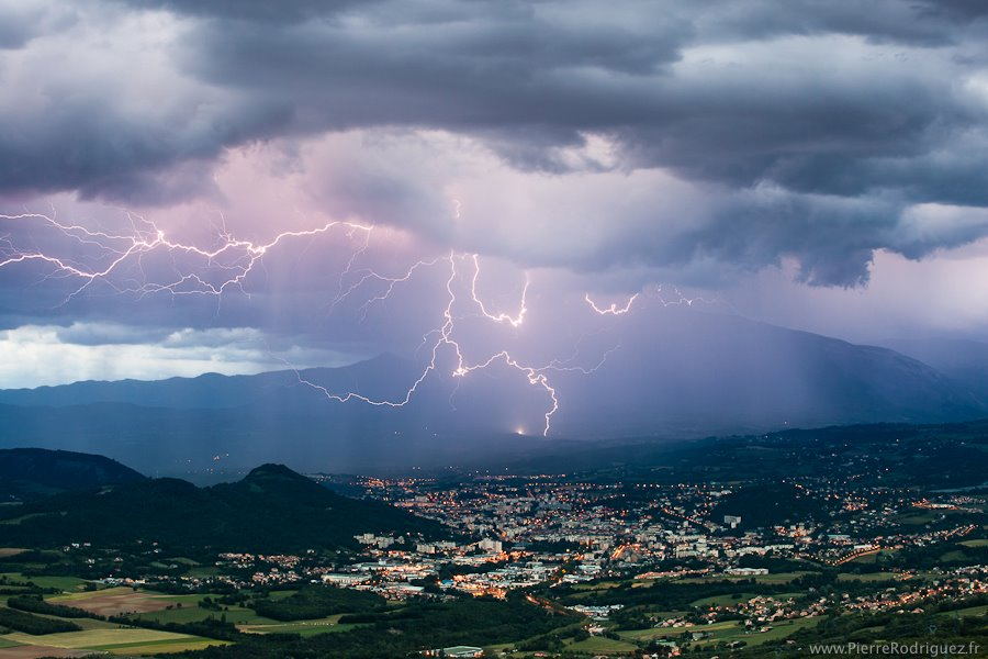 Storm light by PierreRodriguez