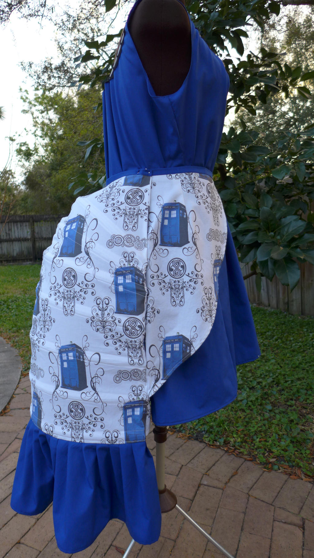 TARDIS Bustle by Timestitcher