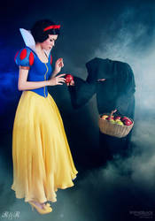 Take an apple, my child by Ryoko-demon