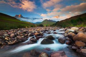 Drakensberg Sunrise by hougaard