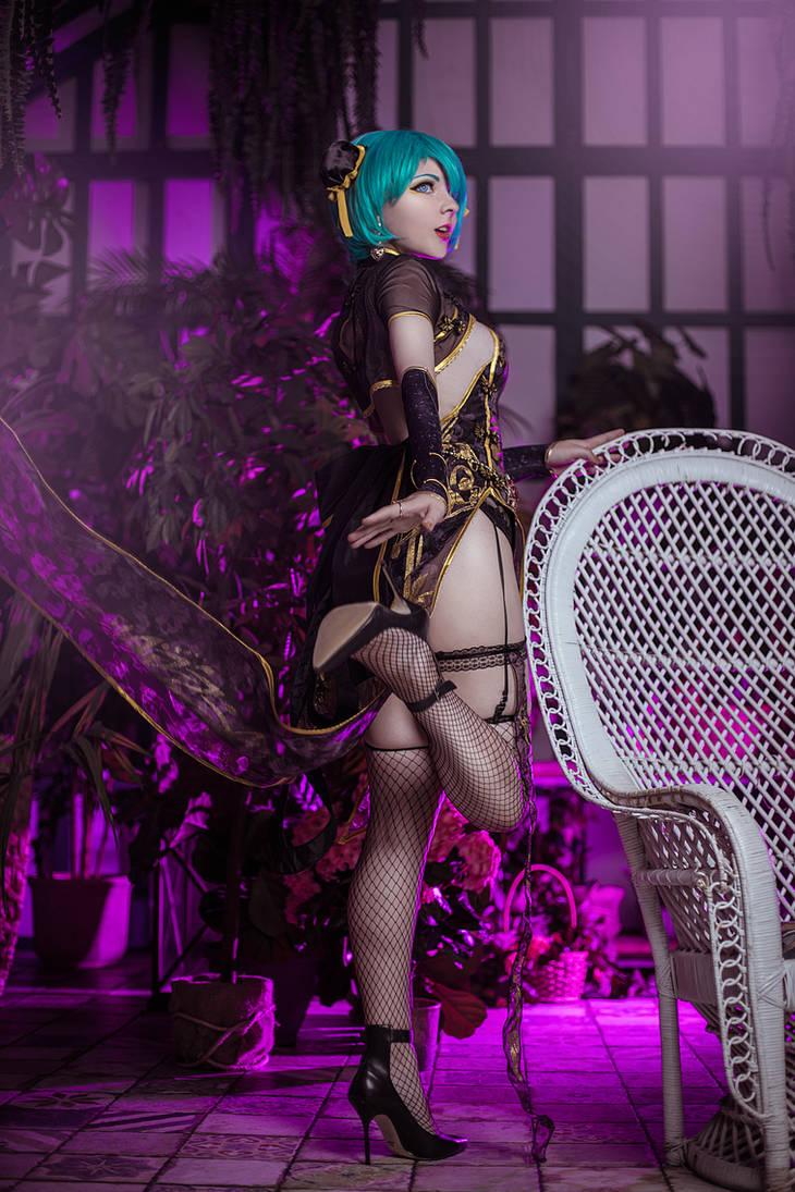 Miku Hatsune Canary Cosplay