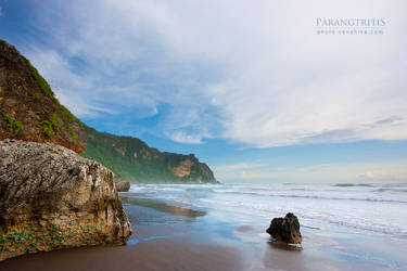 Parangtriris Beach by cendhikaphoto