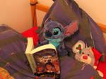 Stitch reading Harry Potter et l'Ordre du Phoenix