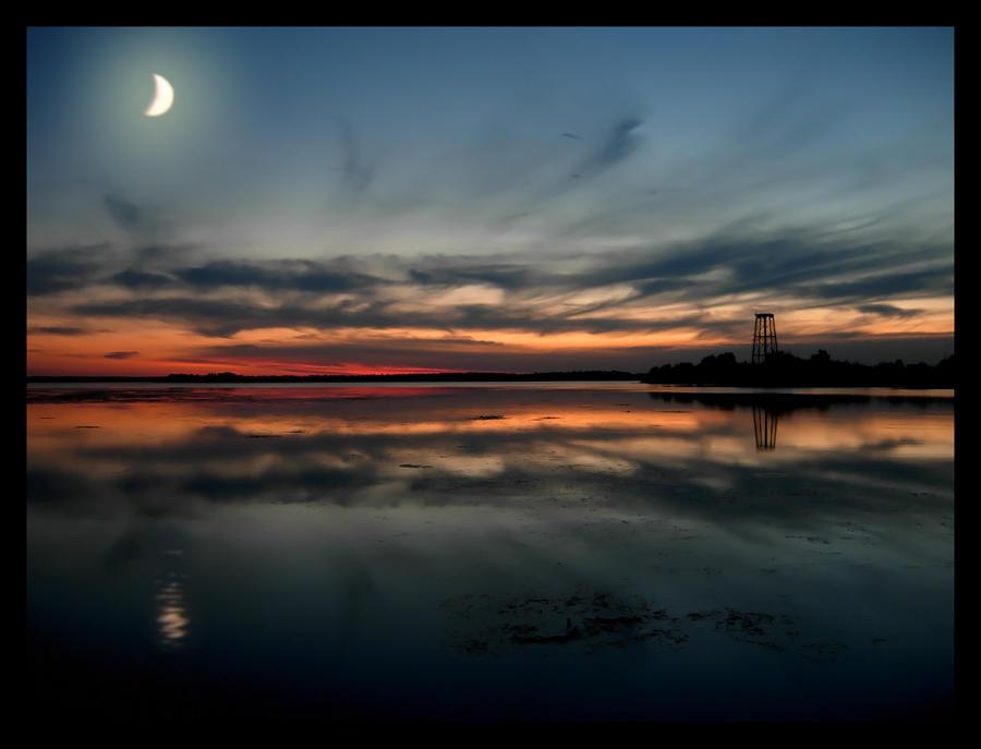 http://fc01.deviantart.com/fs19/i/2007/261/1/7/Celestial_Sunset_by_SarahSleaze.jpg