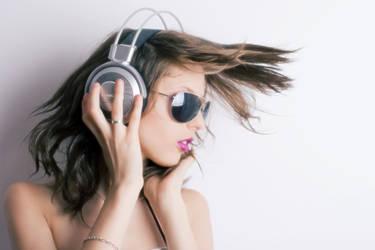 Headphones 1 Shine by Nightrunner760