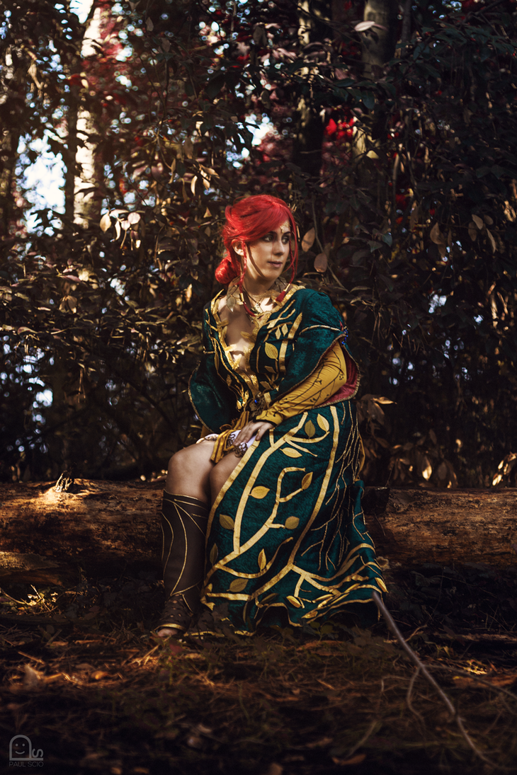 Triss cosplay - Waiting for Geralt by HeritageOfTheWolf