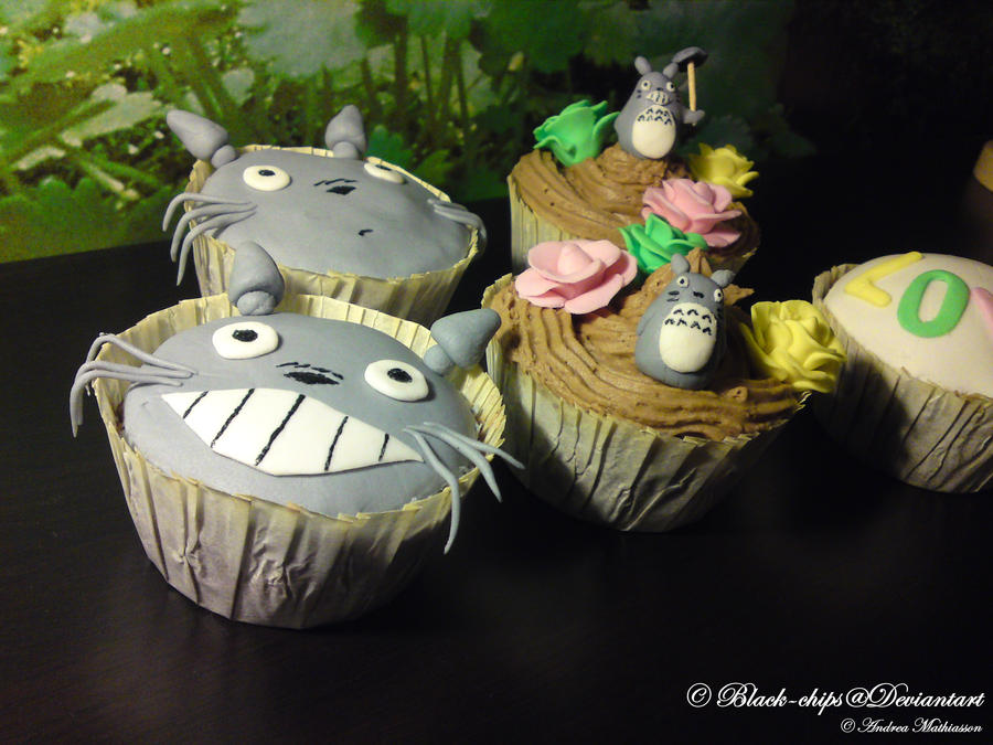 Totoro Cupcakes by black-chips