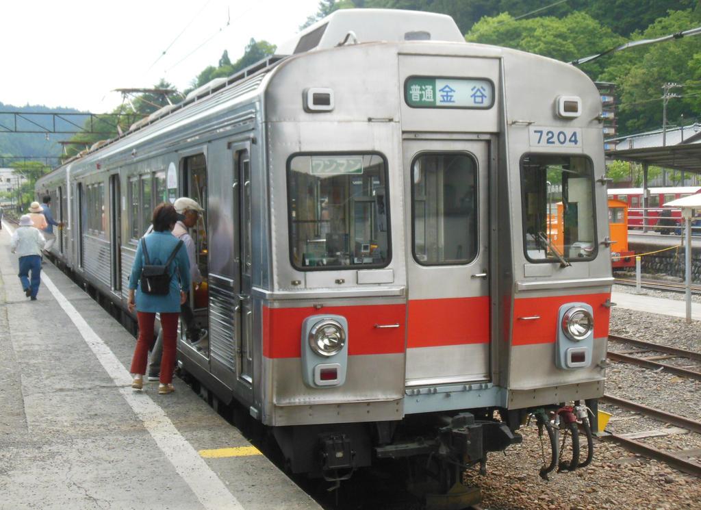 Boarding Tokyu 7204 at Senzu Station