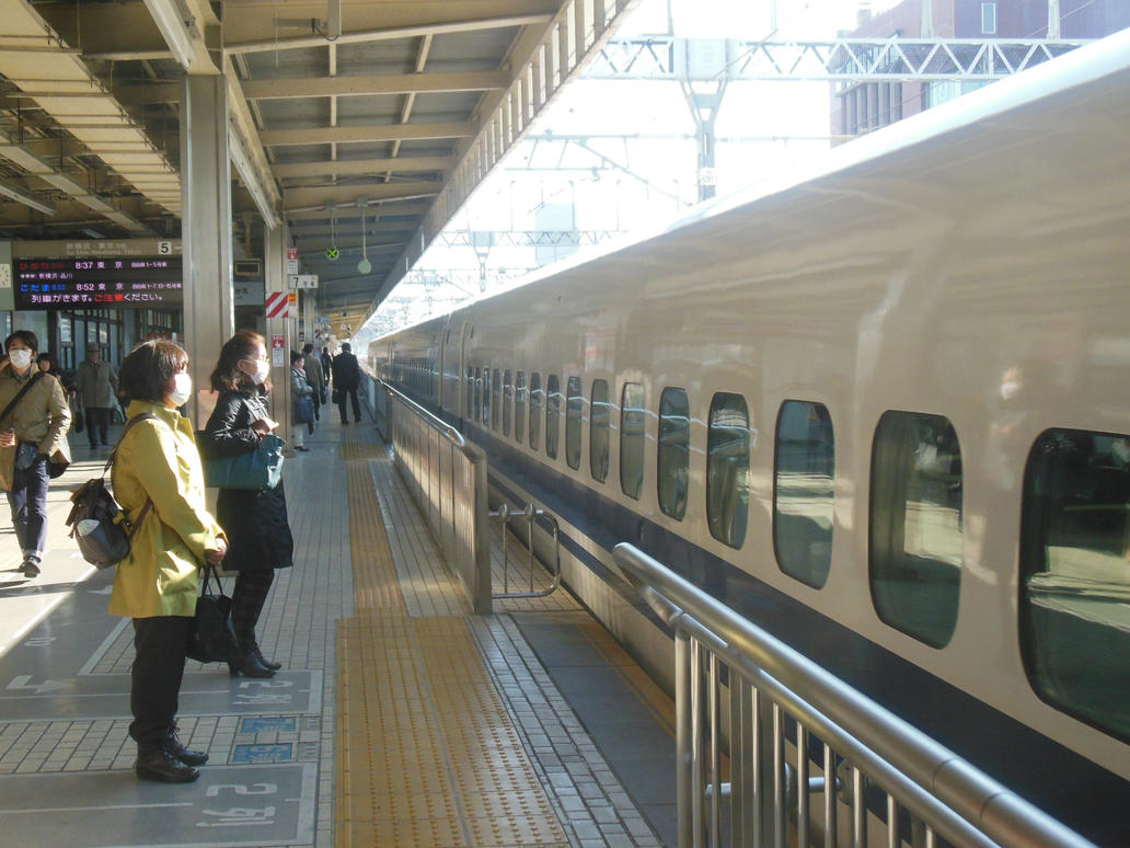 The 8.37 Hikari to Tokyo at Shizuoka by rlkitterman