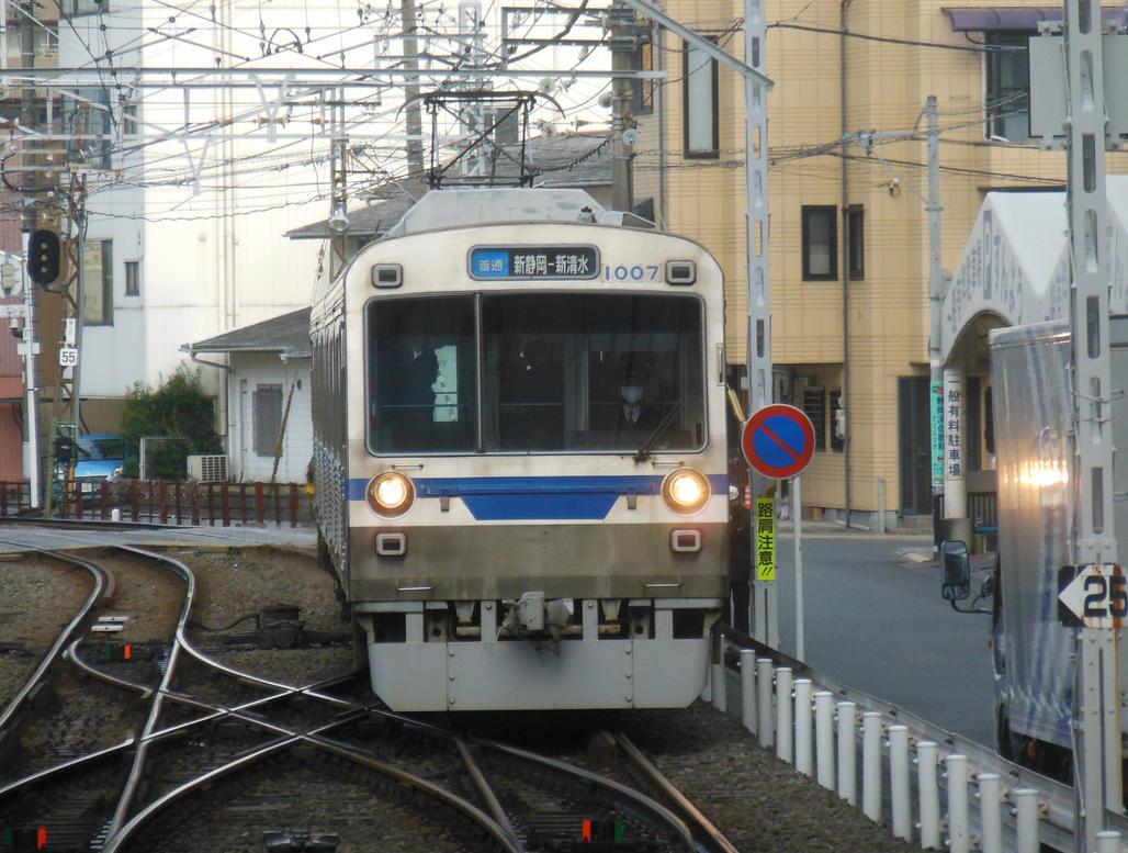 Shizutetsu 1007 Approaching Shin-Shizuoka Station by rlkitterman