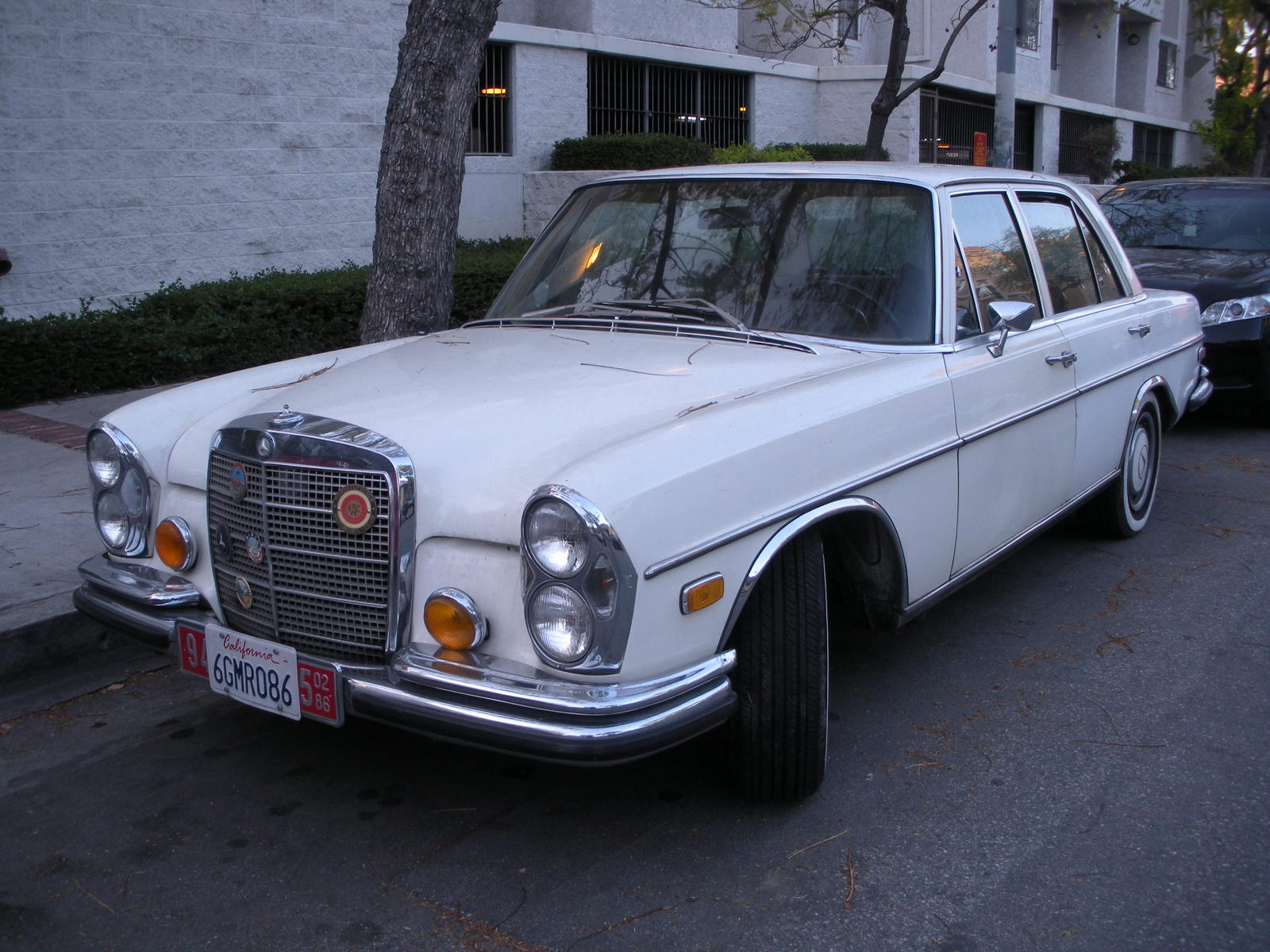 Mercedes benz 280se at usc by rlkitterman on deviantart for Mercedes benz of southern california