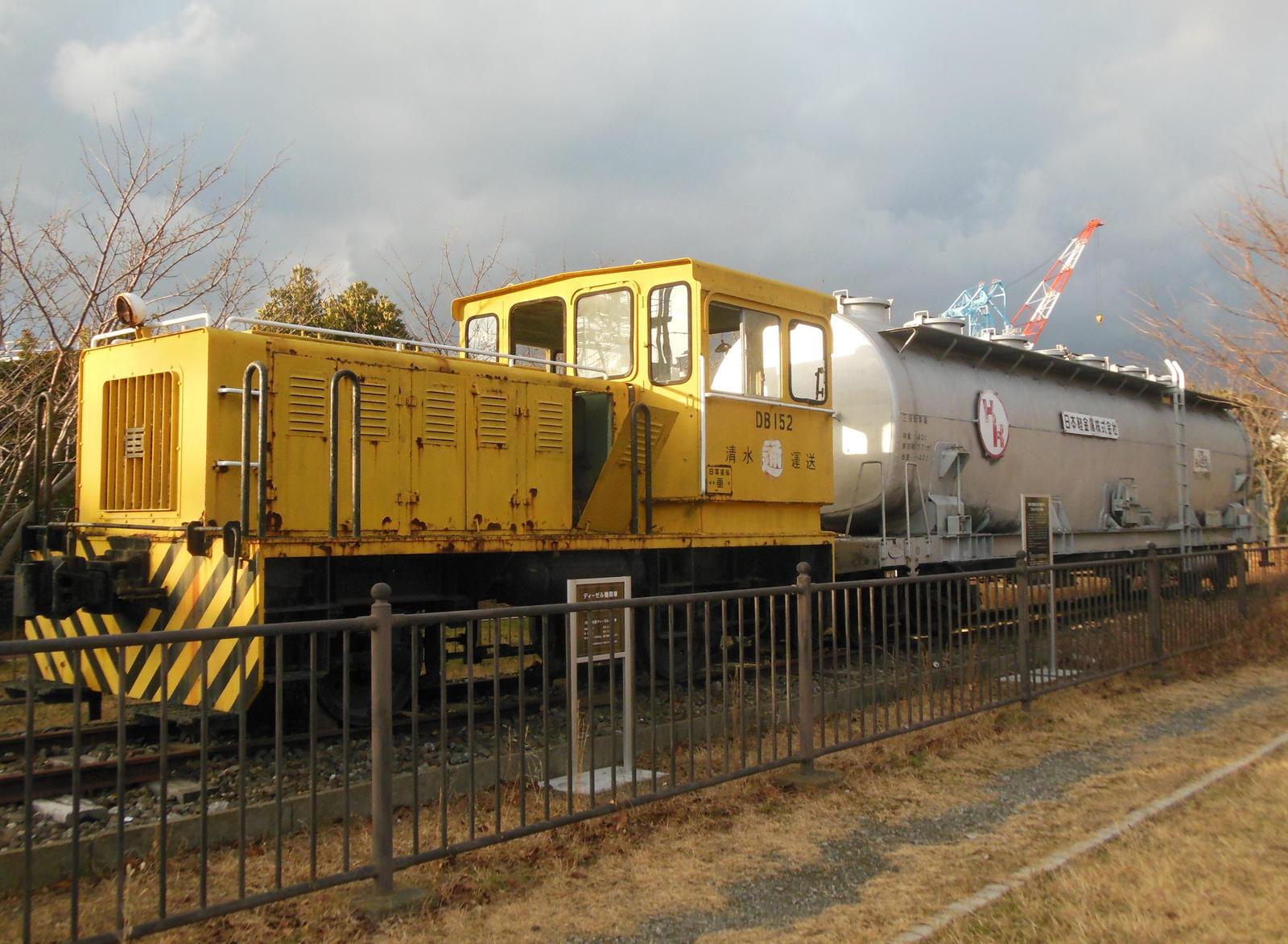 Shimizu DB152 and Taki-8453 at Mihofureaihiroba by rlkitterman
