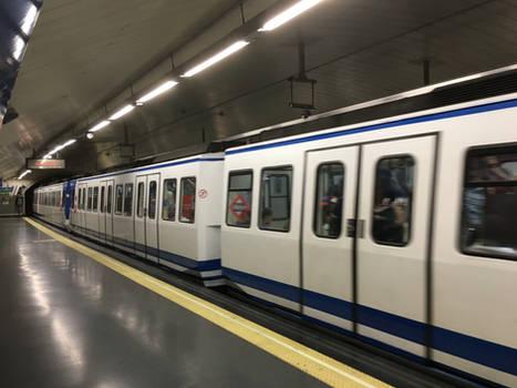 Madrid Metro L1 S.2000 Leaves Estacion del Arte 2