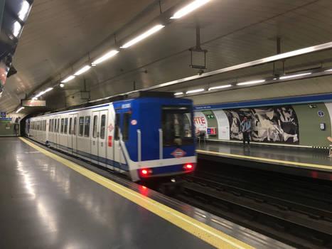 Madrid Metro L1 S.2000 Leaves Estacion del Arte 3