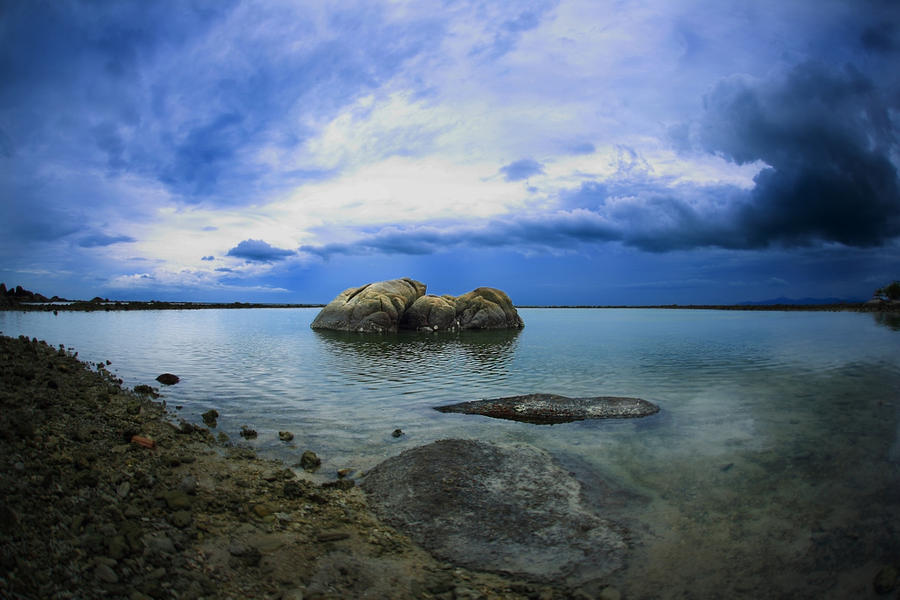 It was a cloudy day... by MAK-Photographi