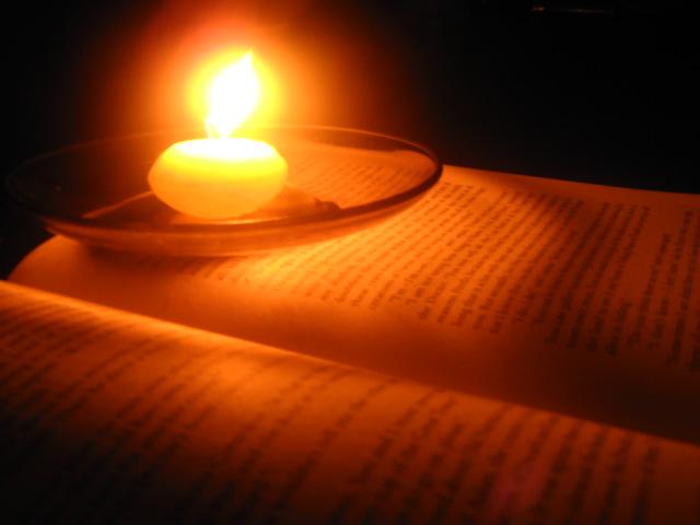 Réflexions à la lueur de chandelle My_Book_by_Raining_Symphony