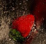Strawberry by kawkuzu
