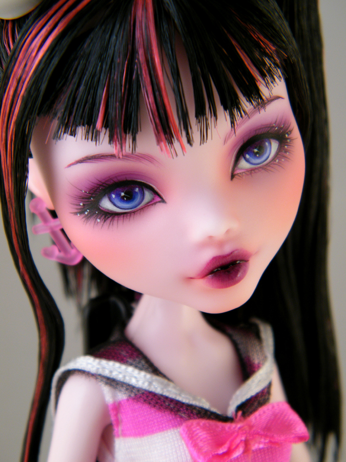 Amazoncom Monster High 17 Large Draculaura Doll Toys