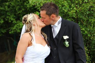 Wedding Kiss by fotocaro