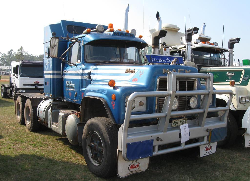 R Model Mack Show Truck : Mack r model on display by redtailfox deviantart
