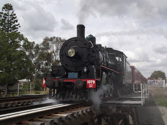 BB18 1/4 No.1079 depart Laidley Station