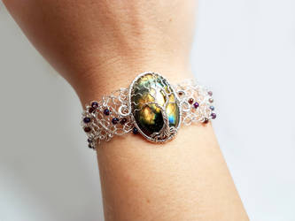 Labradorite bracelet with glass beads by jessy25522