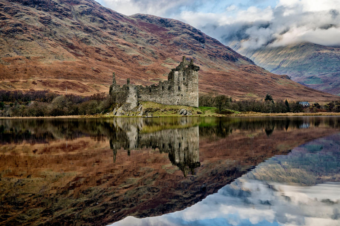 Kilchurn Castle by Spyder-art