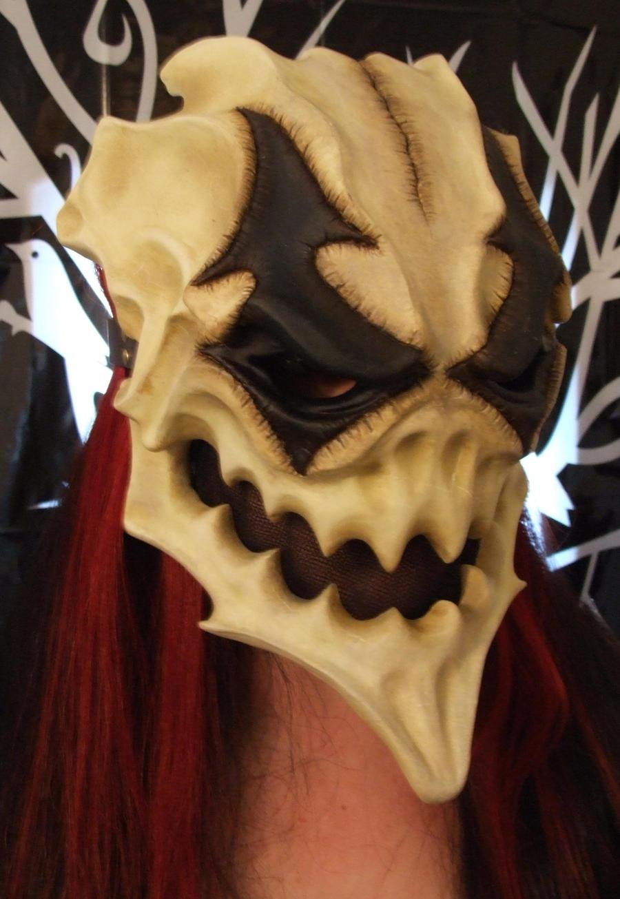 Harlequin skull by Bakenekoya