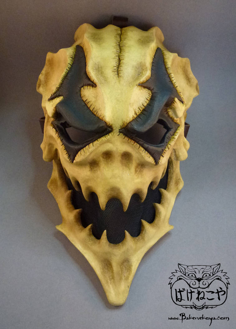 Finished Harlequin skull mask by Bakenekoya