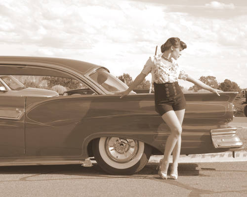 Pin Up girl with Car