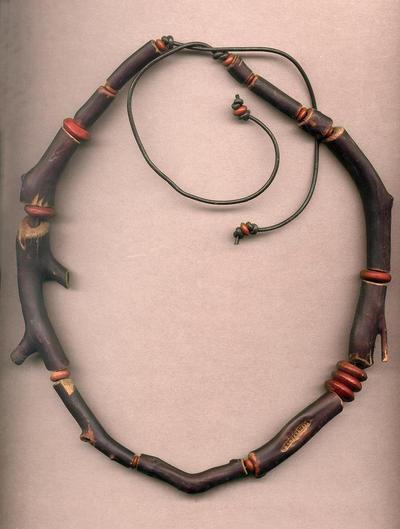 Manzanita Necklace 01 r