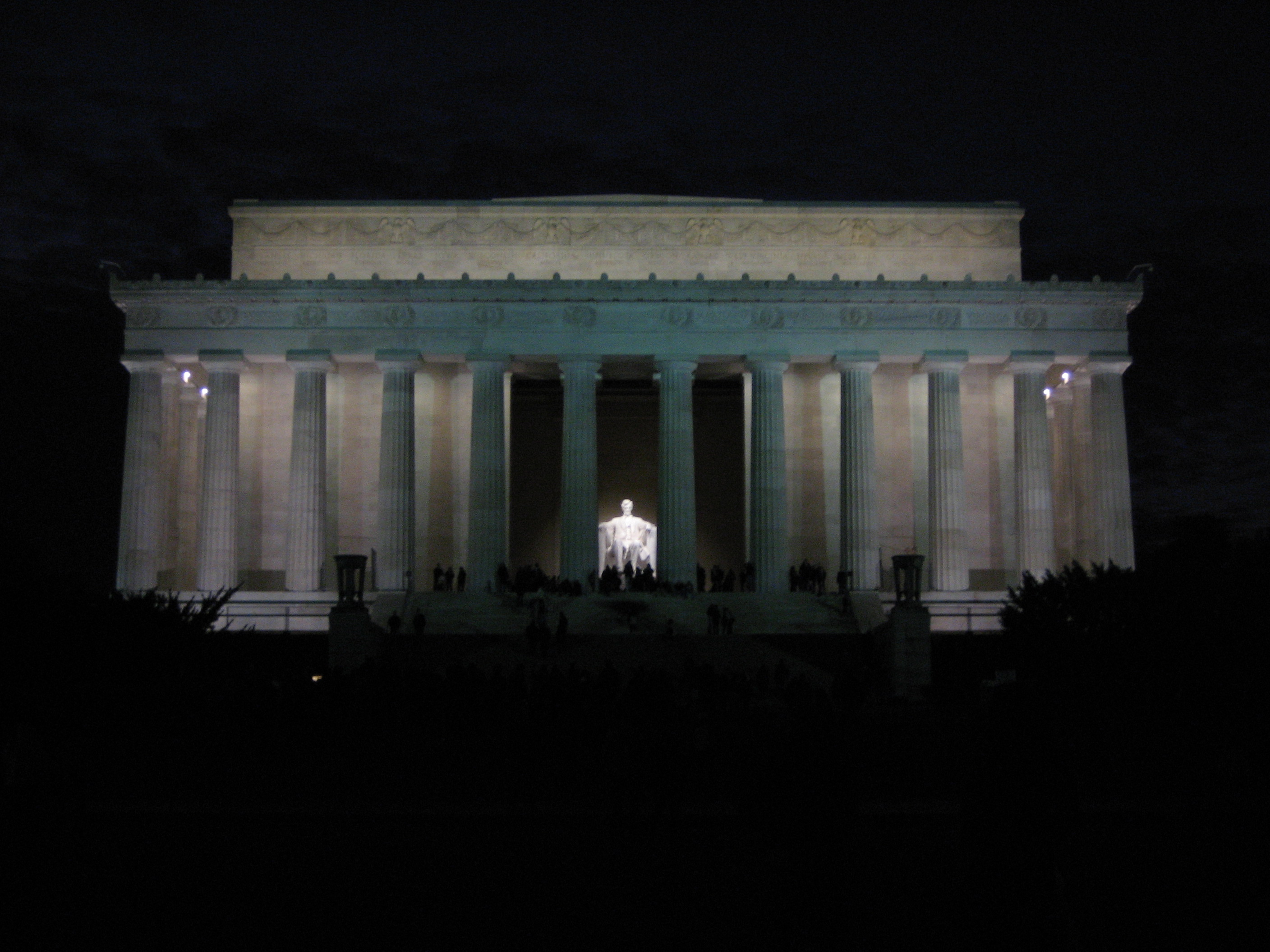 The Lincoln Memorial by cljuscblue