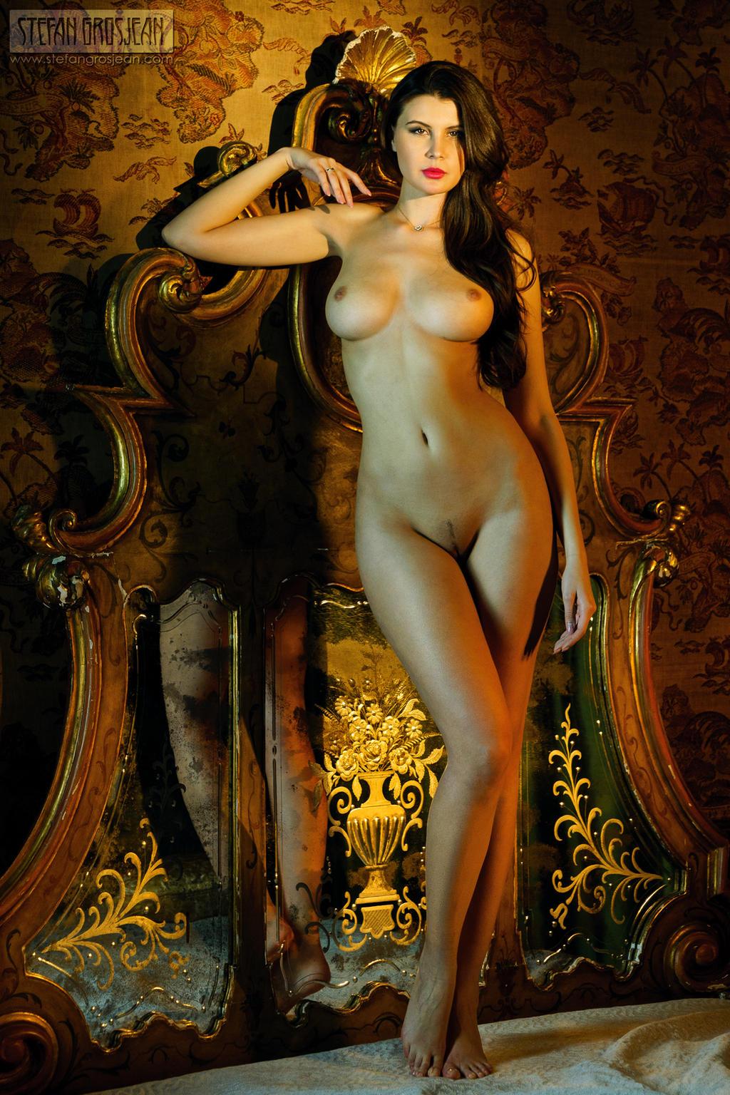 Красивые голые греческие девушки
