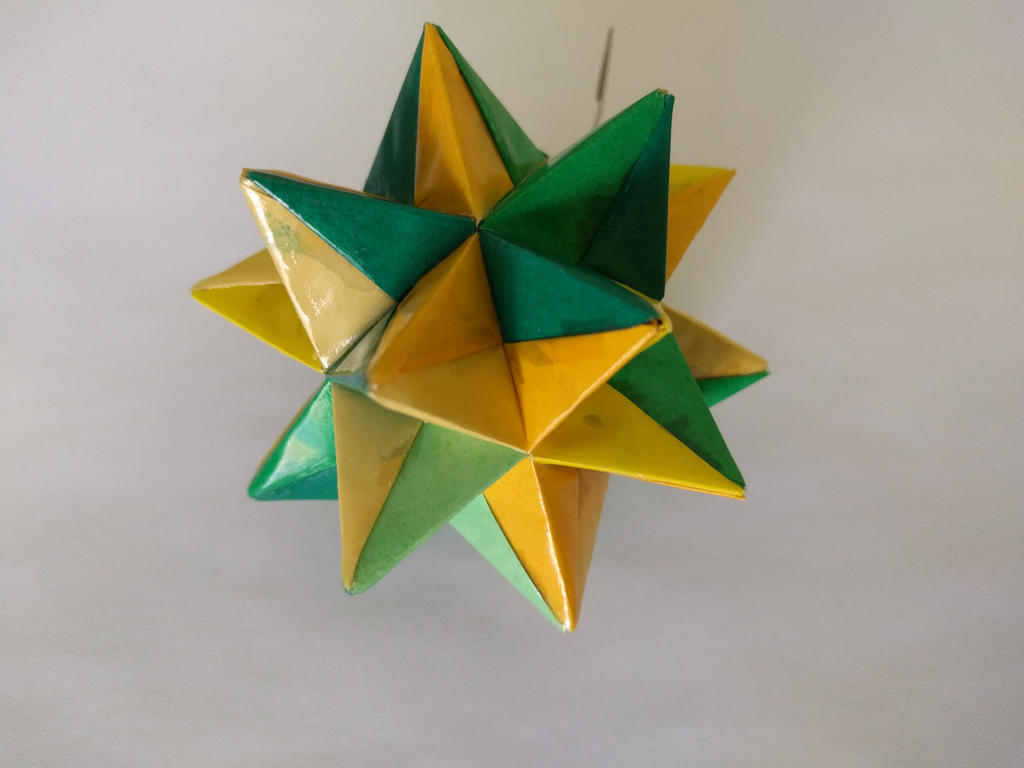 Yellow/Green Origami Modular Star by demuredemeanor