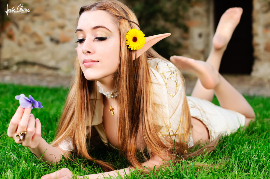 Elf of the flowers by Hekady