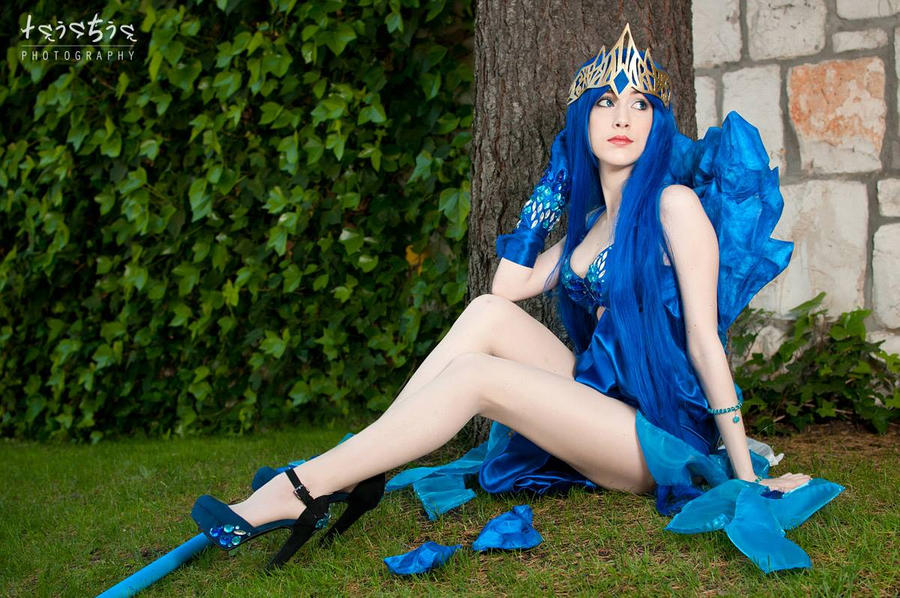 Janna Frost Queen Cosplay League of Legends
