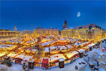 Dresden Striezelmarkt 2010 by Torsten-Hufsky