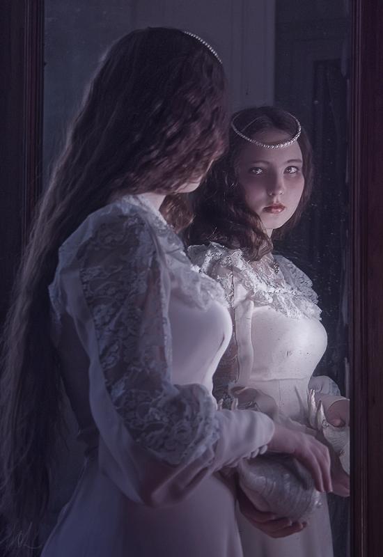 U ogledalu - Page 2 Lucy_by_insolense-d45rxya
