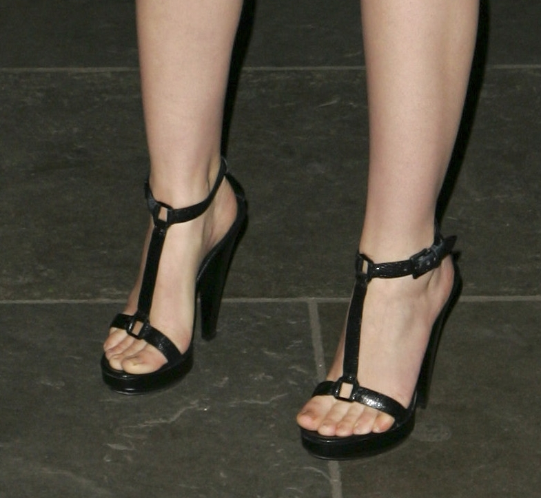 Carolyn Jones Shoe Size