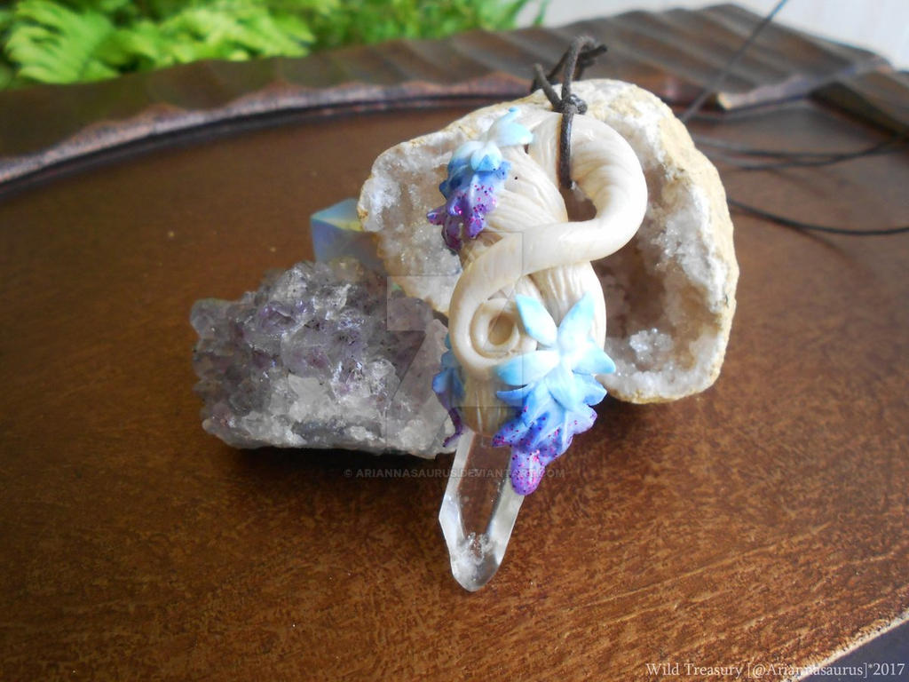 Commission: Coldarra Crystal Vine Necklace by Ariannasaurus
