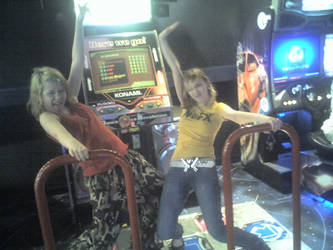 Friends on the DDR. by LullabyWitness