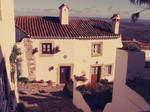 White house in Marvao by gendosplace