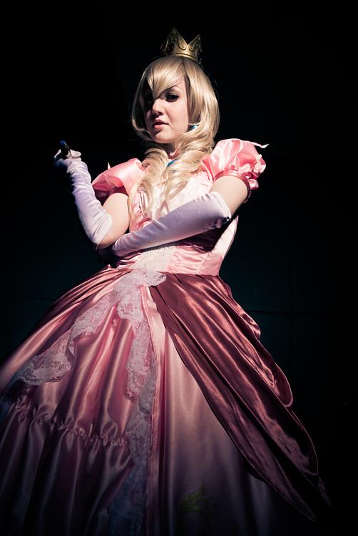 Princess Peach - Happy Halloween! by elliria