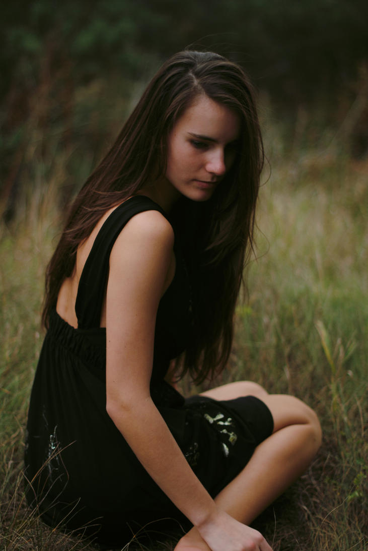 http://th00.deviantart.net/fs71/PRE/i/2012/283/6/1/skinny_girl_ii_by_paatkaa-d5hdsv6.jpg