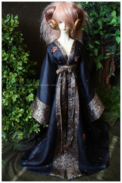 Shoppe : Noir Vintage Robe by Nezumi-chuu