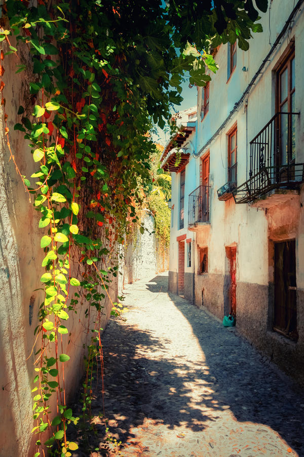 Summer in Granada by INVIV0