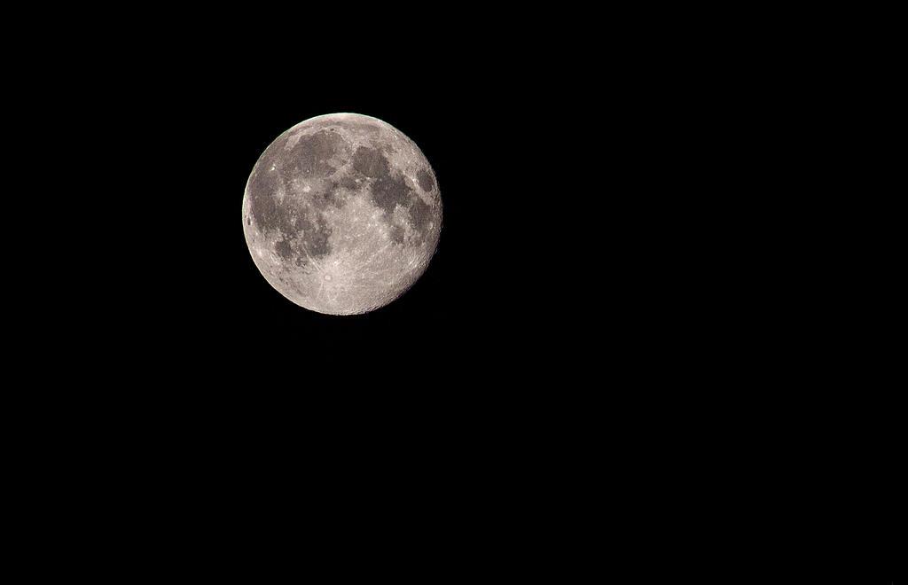 Moon by Se7enVirtues