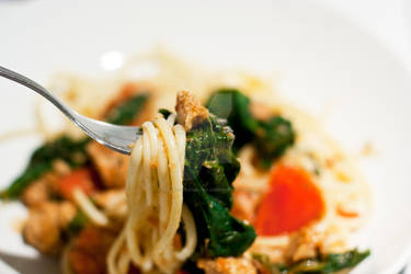 Spaghetti with soy meat, tomatoes and spinach
