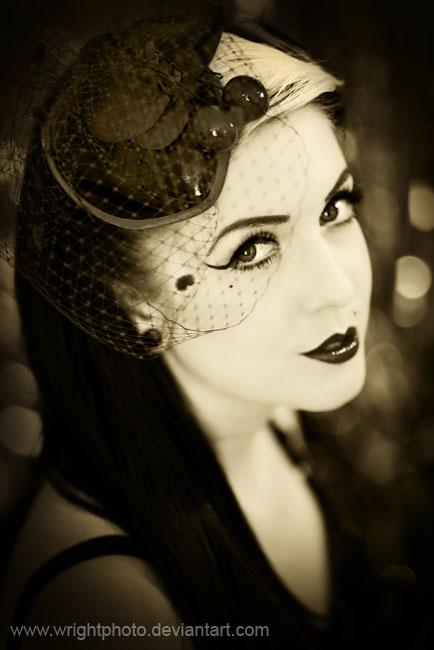 Рлово шляпа фигурирует в огромном количестве крылатых выражений.