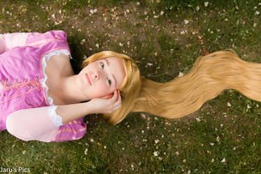 Rapunzel (Tangled) Cosplay by Jaruga